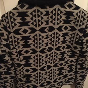Forever 21 Jackets & Coats - F21 Cozy Patterned Faux Sherling Crop Coat